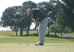 golfer golfing